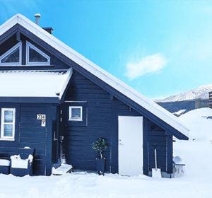 Koselig hytte med nydelig utsikt i fjellsiden på Voss