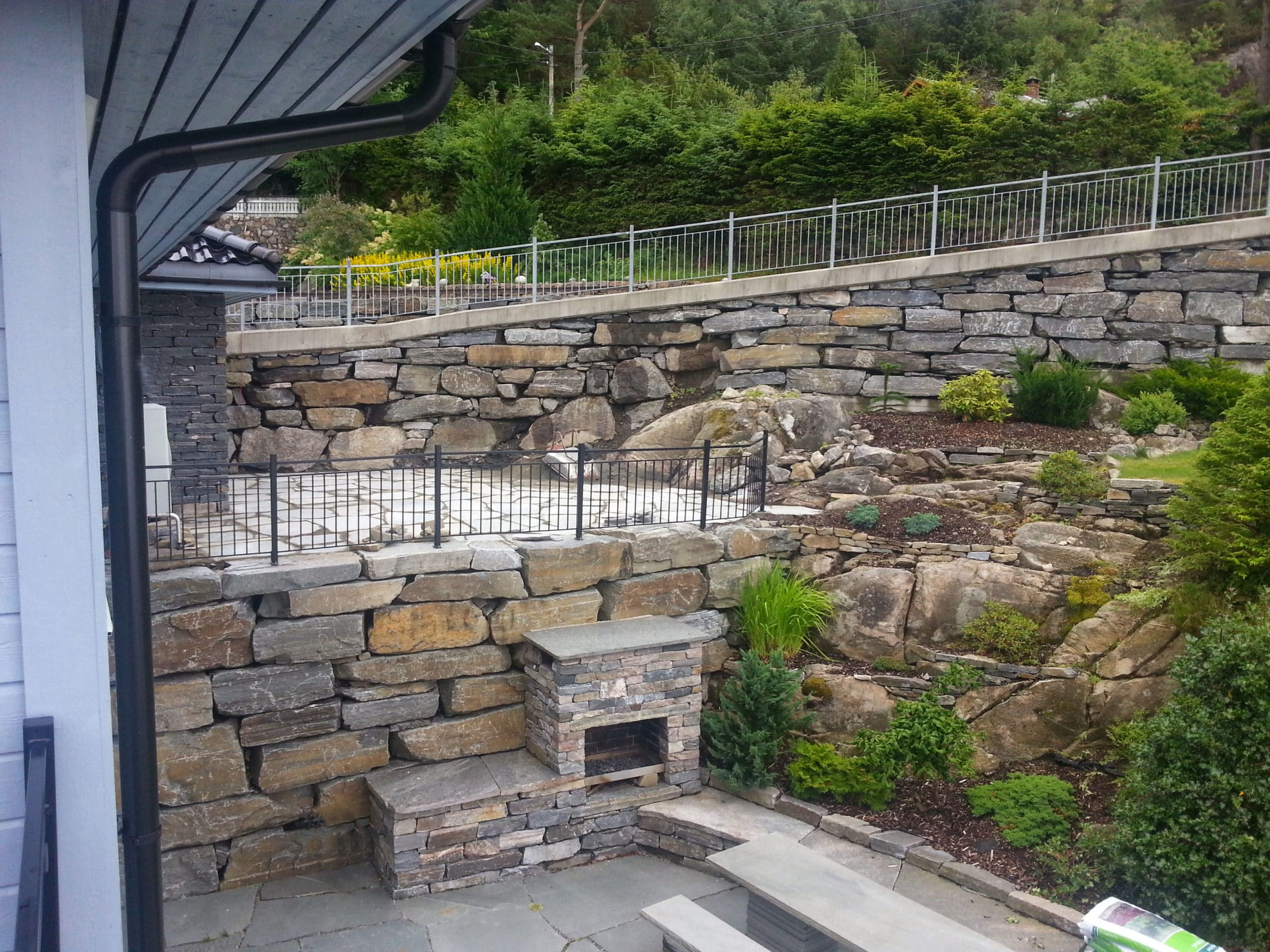 Fireplace or barbeque grill